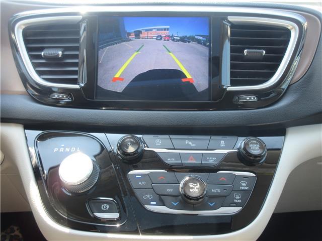 2018 Chrysler Pacifica Touring-L Plus (Stk: 9325) in Okotoks - Image 3 of 40