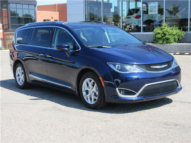 2018 Chrysler Pacifica Touring-L Plus (Stk: 9325) in Okotoks - Image 1 of 40
