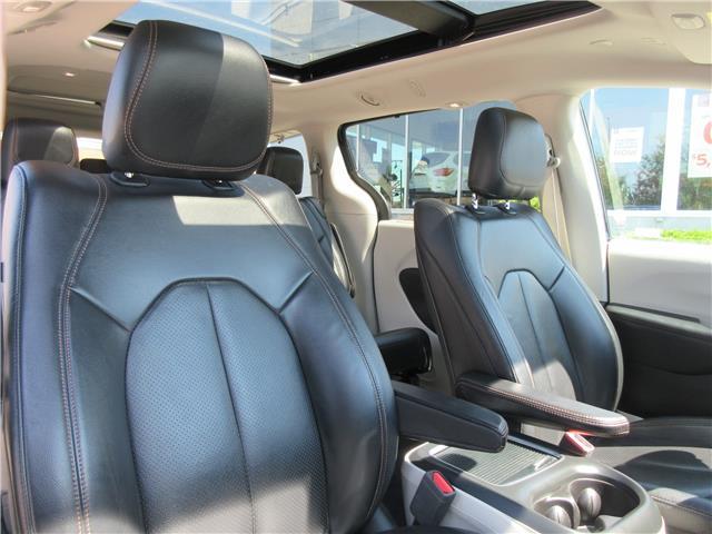 2018 Chrysler Pacifica Touring-L Plus (Stk: 9325) in Okotoks - Image 25 of 40