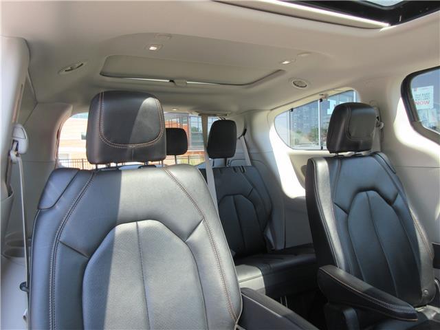2018 Chrysler Pacifica Touring-L Plus (Stk: 9325) in Okotoks - Image 23 of 40