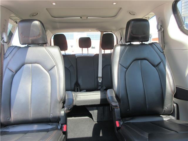 2018 Chrysler Pacifica Touring-L Plus (Stk: 9325) in Okotoks - Image 24 of 40
