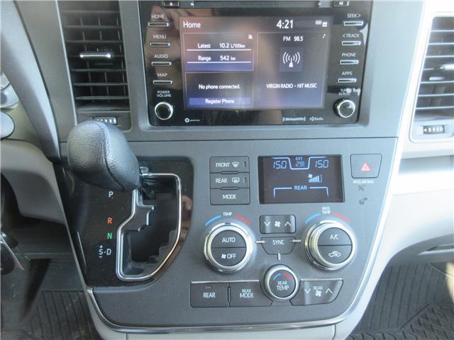 2019 Toyota Sienna LE 7-Passenger (Stk: 9432) in Okotoks - Image 3 of 28