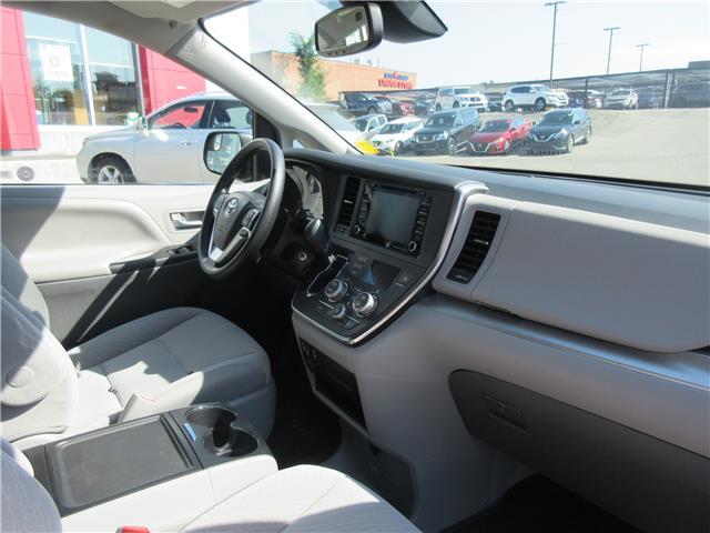 2019 Toyota Sienna LE 7-Passenger (Stk: 9432) in Okotoks - Image 11 of 28