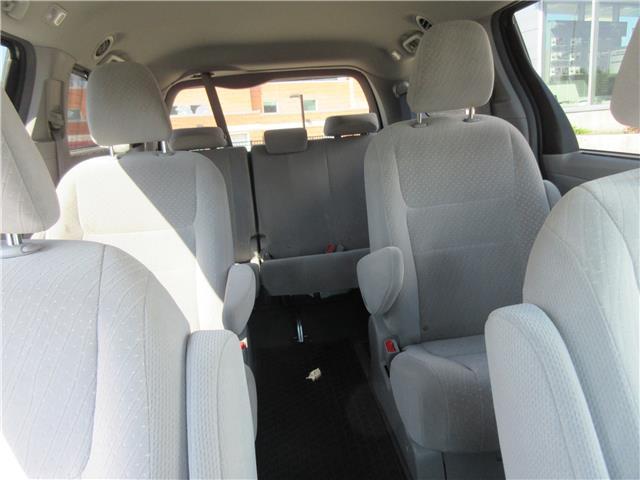 2019 Toyota Sienna LE 7-Passenger (Stk: 9432) in Okotoks - Image 13 of 28