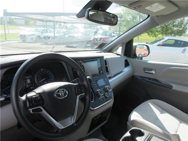 2019 Toyota Sienna LE 7-Passenger (Stk: 9432) in Okotoks - Image 2 of 28