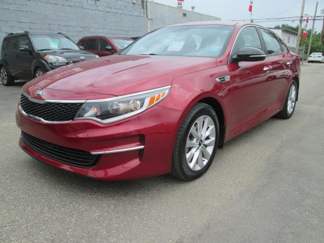 2017 Kia Optima LX+ (Stk: bp697) in Saskatoon - Image 2 of 18