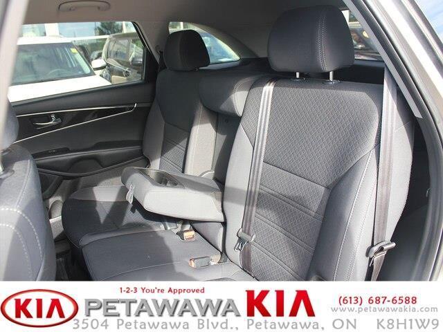2017 Kia Sorento 2.0L LX Turbo (Stk: 19211-1) in Petawawa - Image 14 of 16