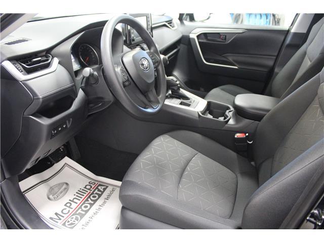 2019 Toyota RAV4 LE (Stk: C036119) in Winnipeg - Image 7 of 25