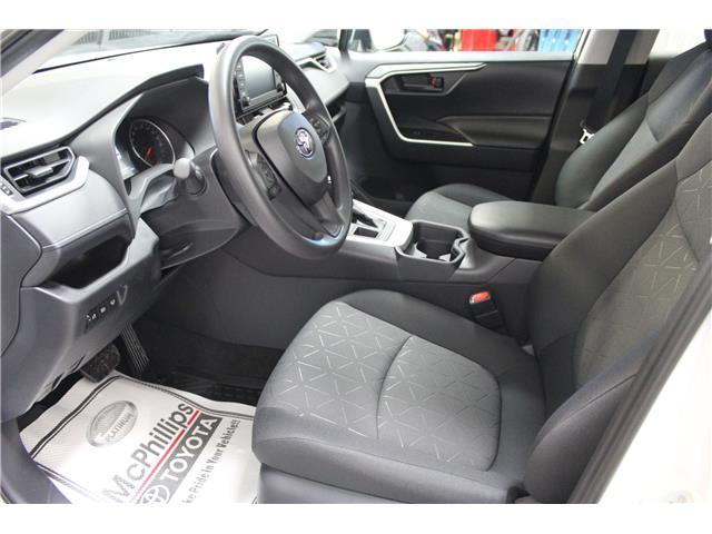 2019 Toyota RAV4 LE (Stk: C036906) in Winnipeg - Image 7 of 25