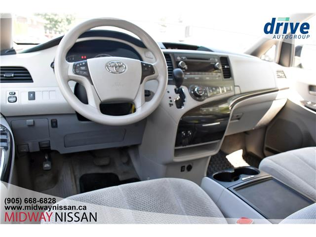 2014 Toyota Sienna LE 7 Passenger (Stk: U1720A) in Whitby - Image 2 of 30