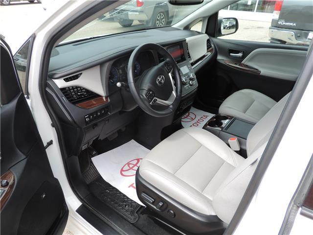 2017 Toyota Sienna Limited 7-Passenger (Stk: 17463) in Brandon - Image 8 of 21