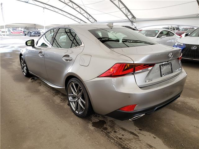 2019 Lexus IS 350 Base (Stk: L19571) in Calgary - Image 4 of 6