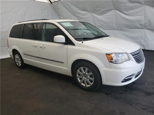 2013 Chrysler Town & Country Touring (Stk: I1913803) in Thunder Bay - Image 1 of 13