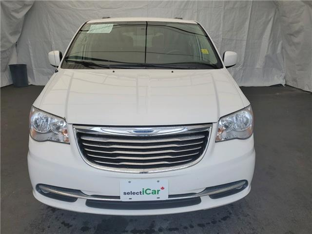 2013 Chrysler Town & Country Touring (Stk: I1913803) in Thunder Bay - Image 2 of 13