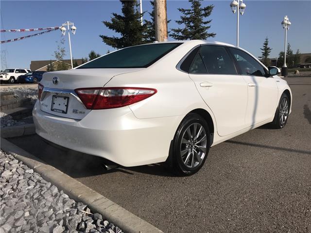 2017 Toyota Camry Hybrid XLE (Stk: 2917) in Cochrane - Image 7 of 15