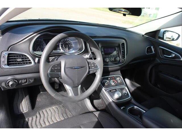 2016 Chrysler 200 LX (Stk: P0032) in Petawawa - Image 7 of 19