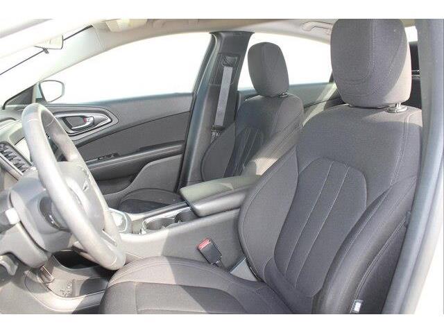 2016 Chrysler 200 LX (Stk: P0032) in Petawawa - Image 11 of 19