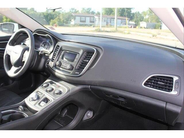2016 Chrysler 200 LX (Stk: P0032) in Petawawa - Image 12 of 19