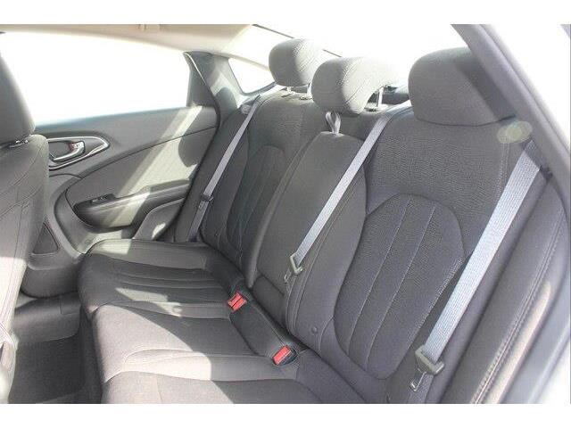 2016 Chrysler 200 LX (Stk: P0032) in Petawawa - Image 14 of 19