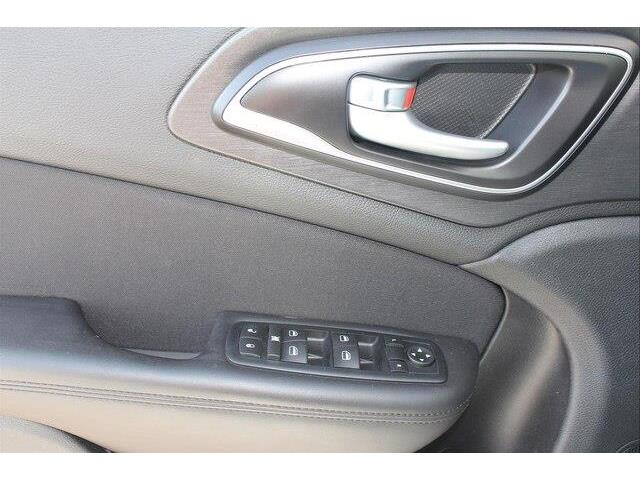 2016 Chrysler 200 LX (Stk: P0032) in Petawawa - Image 16 of 19