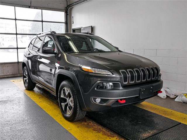 2016 Jeep Cherokee Trailhawk (Stk: 9-6126-1) in Burnaby - Image 2 of 25