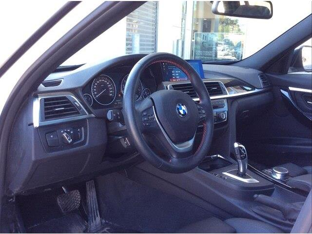 2018 BMW 330i xDrive Touring (Stk: P9171) in Gloucester - Image 15 of 25