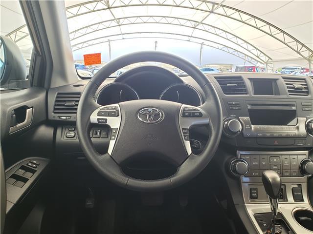 2013 Toyota Highlander V6 (Stk: L20022A) in Calgary - Image 18 of 23