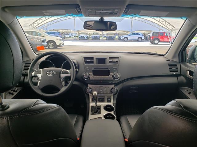 2013 Toyota Highlander V6 (Stk: L20022A) in Calgary - Image 2 of 23