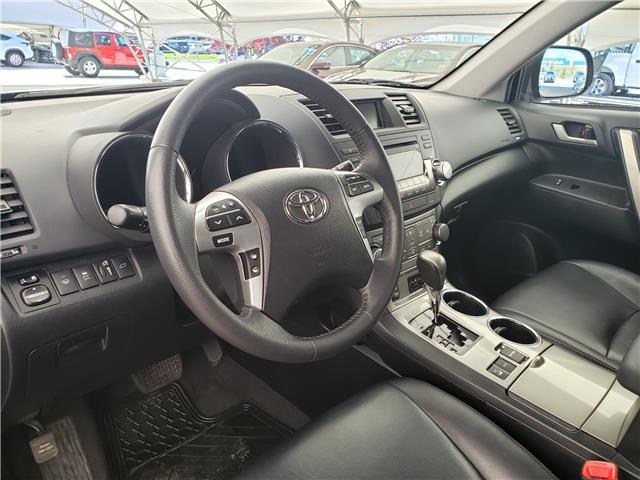 2013 Toyota Highlander V6 (Stk: L20022A) in Calgary - Image 17 of 23