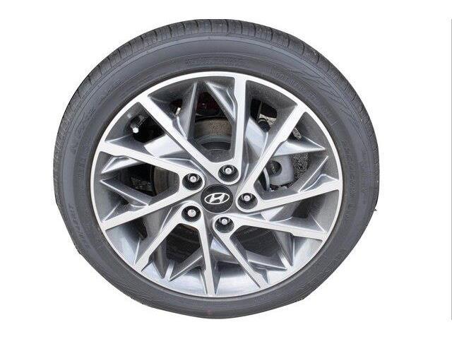 2020 Hyundai Elantra Luxury (Stk: 952674) in Whitby - Image 13 of 18