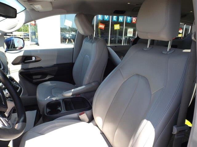 2017 Chrysler Pacifica Touring-L (Stk: 20000A) in Pembroke - Image 5 of 26