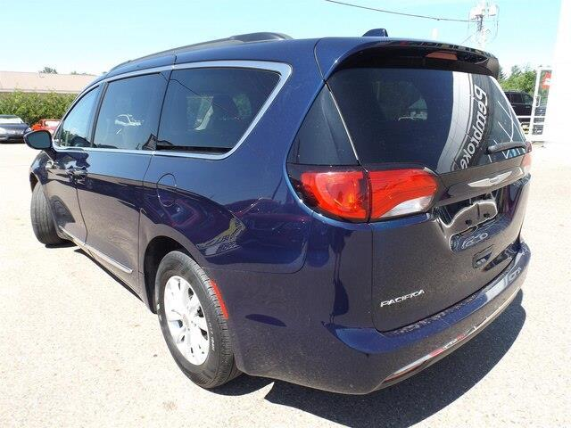 2017 Chrysler Pacifica Touring-L (Stk: 20000A) in Pembroke - Image 6 of 26