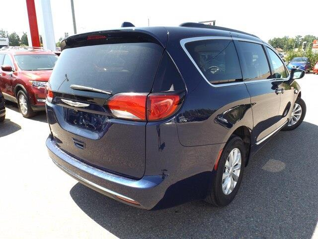 2017 Chrysler Pacifica Touring-L (Stk: 20000A) in Pembroke - Image 7 of 26