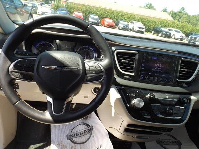 2017 Chrysler Pacifica Touring-L (Stk: 20000A) in Pembroke - Image 9 of 26