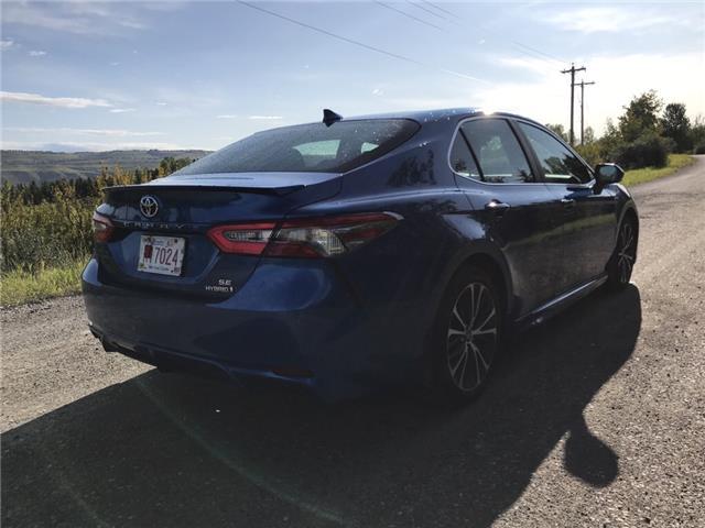 2018 Toyota Camry Hybrid SE (Stk: 2909) in Cochrane - Image 5 of 16