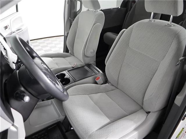 2018 Toyota Sienna LE 8-Passenger (Stk: U11222R) in London - Image 13 of 30