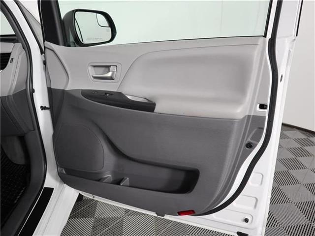 2018 Toyota Sienna LE 8-Passenger (Stk: U11222R) in London - Image 15 of 30