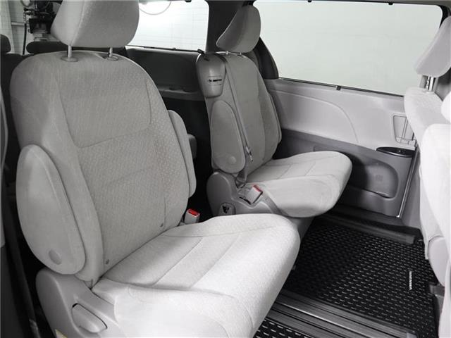2018 Toyota Sienna LE 8-Passenger (Stk: U11222R) in London - Image 17 of 30