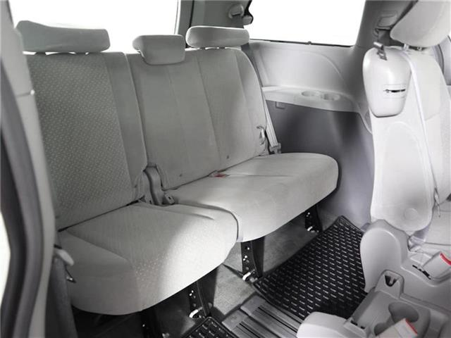 2018 Toyota Sienna LE 8-Passenger (Stk: U11222R) in London - Image 18 of 30