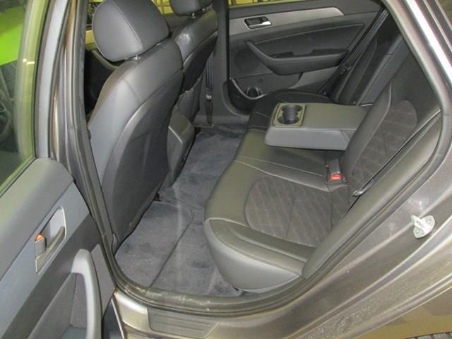 2019 Hyundai Sonata ESSENTIAL (Stk: M2687) in Gloucester - Image 12 of 19