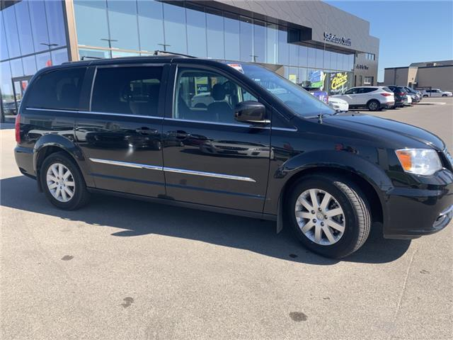 2015 Chrysler Town & Country Touring (Stk: H2447A) in Saskatoon - Image 2 of 16