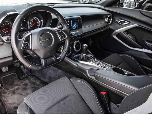 2018 Chevrolet Camaro 1LS/REDLINE/6-SPD MAN/20s/CARPLAY/DUAL MODE EXHST (Stk: 155897B) in Milton - Image 14 of 24