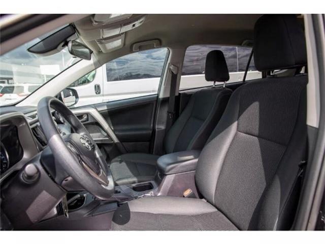 2018 Toyota RAV4 LE (Stk: EE910490) in Surrey - Image 8 of 21