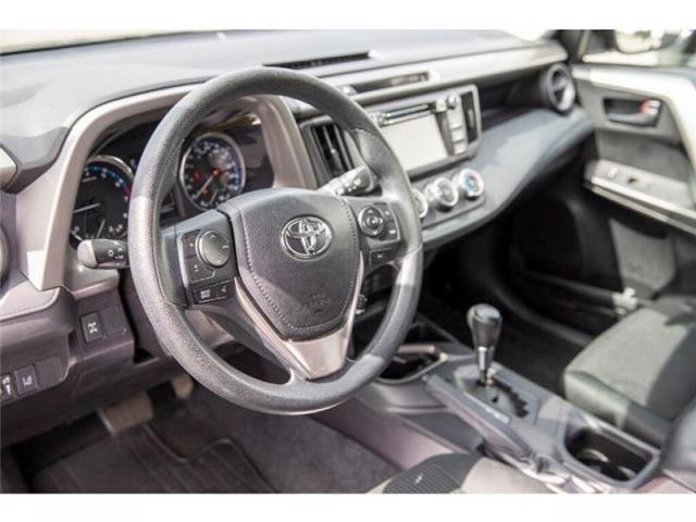 2018 Toyota RAV4 LE (Stk: EE910490) in Surrey - Image 9 of 21