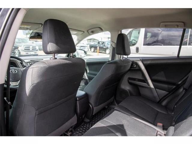 2018 Toyota RAV4 LE (Stk: EE910490) in Surrey - Image 10 of 21