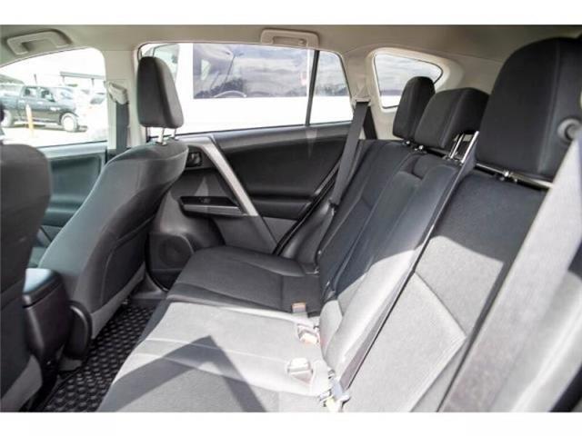 2018 Toyota RAV4 LE (Stk: EE910490) in Surrey - Image 11 of 21