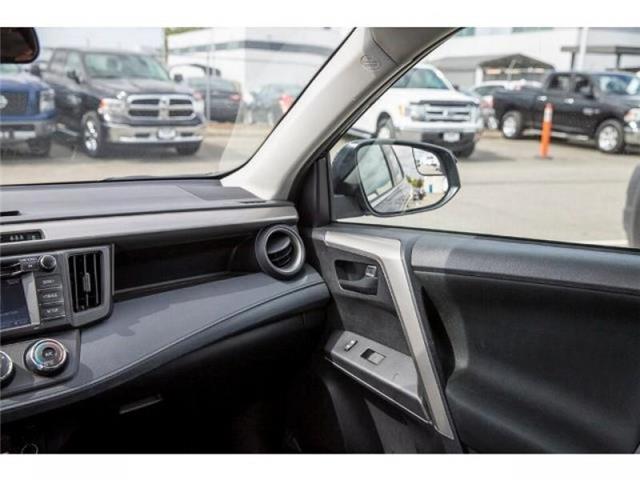 2018 Toyota RAV4 LE (Stk: EE910490) in Surrey - Image 14 of 21