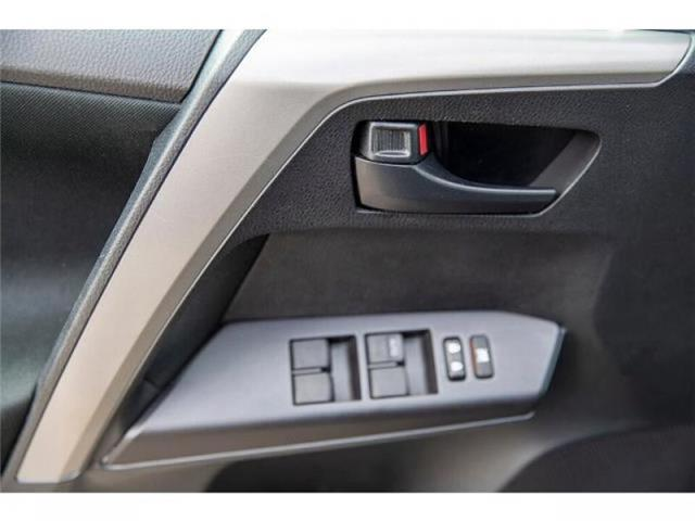 2018 Toyota RAV4 LE (Stk: EE910490) in Surrey - Image 15 of 21