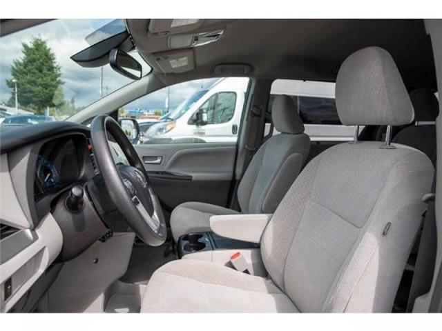 2018 Toyota Sienna LE 7-Passenger (Stk: EE910020) in Surrey - Image 8 of 22