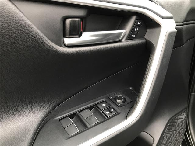 2019 Toyota RAV4 Limited (Stk: 2928) in Cochrane - Image 19 of 30
